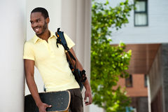 De glimlachende Amerikaanse Student van Afrika in openlucht Royalty-vrije Stock Afbeeldingen