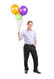 De glimlachende ballons van de mensenholding Royalty-vrije Stock Foto