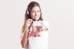 De glimlachende exploitant van de klantenondersteuningstelefoon stock foto