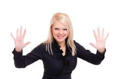 De glimlachende jonge vrouw houdt iets abstract Stock Foto's