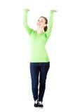 De glimlachende jonge vrouw houdt iets boven haar hoofd abstract Stock Fotografie