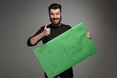 De glimlachende man als zakenman met groen paneel Royalty-vrije Stock Foto's
