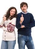 De glimlachende man en de vrouw die duimen tonen ondertekenen omhoog Royalty-vrije Stock Afbeeldingen