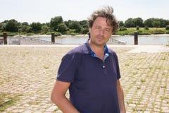 de glimlachende mens doet toerisme in Europa royalty-vrije stock foto