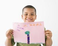 De glimlachende Spaanse tekening van de jongensholding. royalty-vrije stock afbeeldingen