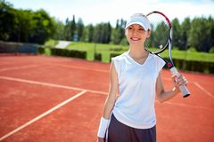 De glimlachende Speler van het Tennis royalty-vrije stock afbeelding