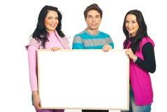 De glimlachende toevallige banner van de teamholding Royalty-vrije Stock Afbeelding
