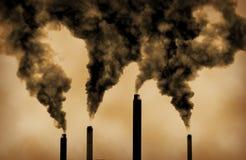 De globale verwarmende verontreiniging van fabrieksemissies Stock Fotografie
