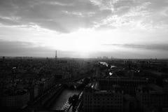 De Gloed van de de Zomerzonsondergang van Parijs Stock Afbeeldingen