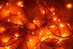 De gloed van de Kerstmisslinger in het donkere, warme licht, concept royalty-vrije stock foto's