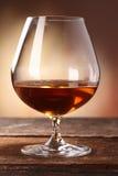 Cognac in een cognacglas Royalty-vrije Stock Afbeeldingen
