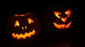 De gloeiende pompoenen van Halloween Stock Afbeeldingen