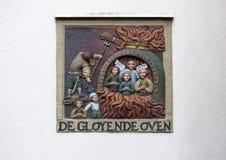 DE Gloyende Oven, op een witte blinde muur op Begijnhof, Amsterdam royalty-vrije stock foto's