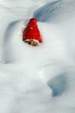 De Gnoom van de tuin in Sneeuw Royalty-vrije Stock Foto
