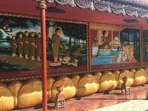 De godsdienstige kleurrijke 3 dimensionale overblijfselen op de muren van Wat Preah Prom Rath Temple in Siem oogsten, Kambodja Royalty-vrije Stock Fotografie
