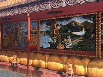 De godsdienstige kleurrijke 3 dimensionale overblijfselen op de muren van Wat Preah Prom Rath Temple in Siem oogsten, Kambodja Stock Afbeeldingen