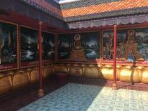 De godsdienstige kleurrijke 3 dimensionale overblijfselen op de muren van Wat Preah Prom Rath Temple in Siem oogsten, Kambodja Stock Fotografie