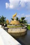 De godsdienstige kunst van Naga-standbeeld op het strand Royalty-vrije Stock Foto's