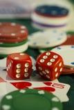 De gokkers dienen tijdens een onderbreking in Stock Afbeeldingen