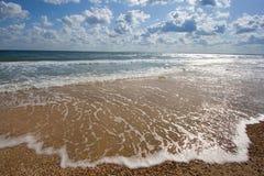 De golf bij de kust Stock Fotografie