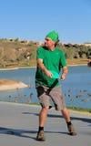 De golfspeler van de schijf: Ongeveer te werpen om Stock Fotografie