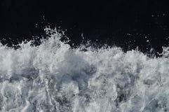 De golven van de boot stock afbeeldingen