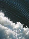 De golven van de boot stock foto's