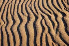 De golvenpatroon van het zand Stock Afbeelding