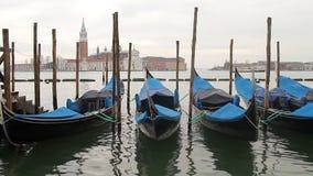 De gondelboten van Venetië stock videobeelden