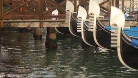 De Gondeldetails van Venetië stock videobeelden