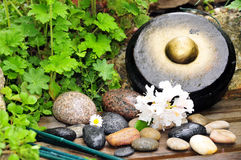 De Gong van de Bloem van de Steen van Waterdrop royalty-vrije stock afbeelding