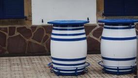 De gooi barrells wacht op een datum Royalty-vrije Stock Afbeeldingen