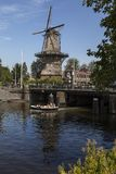 De Gooyer Väderkvarn - Amsterdam - Nederländerna Arkivbilder