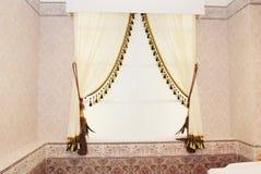 De gordijnen in de ruimte Royalty-vrije Stock Foto's