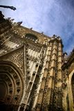 De gotische ingang van de Kathedraal van Sevilla Royalty-vrije Stock Afbeeldingen