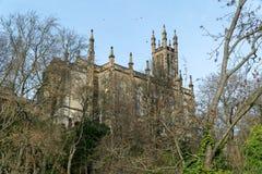 De Gotische Kerk van de heuveltop stock afbeeldingen