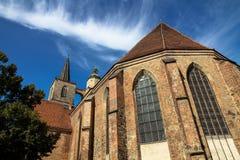 De gotische kerk van stijlnikolaikirche Sinterklaas in het historische centrum van Jueterbog, Brandenburg, Duitsland Stock Foto