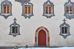 De gotische voorgevel van het kasteelhuis stock afbeelding