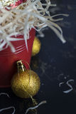 De gouden bal van de Kerstmisdecoratie Royalty-vrije Stock Foto's