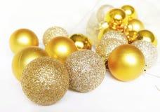 De gouden ballen van Kerstmis Stock Afbeelding