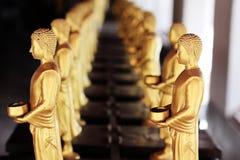 De gouden beeldhouwwerken van Boedha Stock Foto's