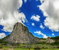 De gouden berg van Boedha Stock Foto's