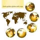 De gouden bollen van de aarde met kaart Stock Fotografie