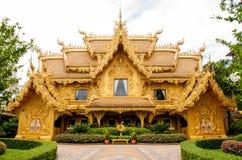 De gouden bouw, Chiangrai, Thailand. Stock Afbeeldingen