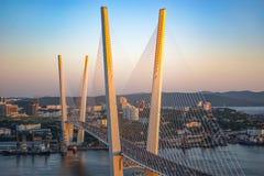 De gouden brug is een oriëntatiepunt van de stad royalty-vrije stock foto