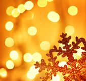 De gouden decoratie van de sneeuwvlokKerstboom Stock Afbeelding