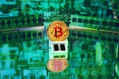 De gouden Digitale Munt van Bitcoin, Futuristisch Geld Royalty-vrije Stock Afbeeldingen
