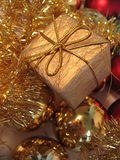 De gouden doos van de Kerstmisgift Royalty-vrije Stock Afbeeldingen