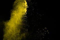 De gouden explosie van poederdeeltjes Schitter uitbarsting met gouden textu royalty-vrije stock afbeeldingen