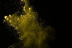 De gouden explosie van poederdeeltjes Schitter uitbarsting met gouden textuur De gele plons van het kleurenstof voor manierachter stock foto's